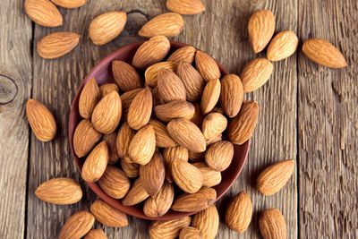 <strong>Almonds</strong>