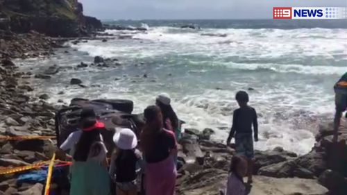 A 4WD rolled over a cliff and onto Yamba's Main Beach. (9NEWS)