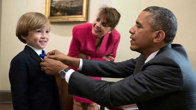 President Obama straightens the tie of a young Oval Office visitor. (Flickr/White House)
