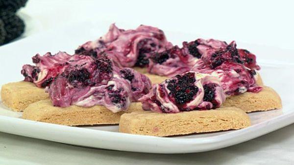 Mulberry shortcake
