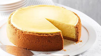 "Recipe:&nbsp;<a href=""http://kitchen.nine.com.au/2016/05/16/13/50/new-york-cheesecake"" target=""_top"">New York cheesecake</a>"