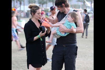 It might look like she just rolled out of bed in her hubby's oversized shirt, but Alicia's remembered the most important accessory of all: a cute bub.<br/><br/><i>Alicia Silverstone at Coachella Festival 2012<br/>Image: Snappermedia</i>