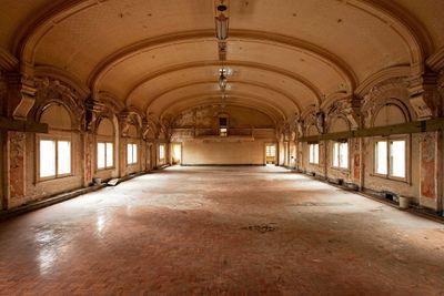 <strong>Ballroom, Flinders Street Station, Melbourne</strong>