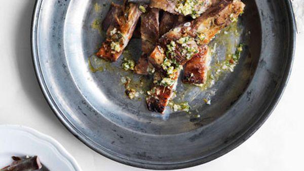Lamb ribs with garlic, lemon and thyme