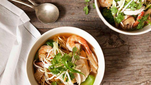 Asian chicken & prawn long soup