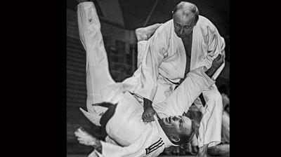 <p>This may be photoshopped, but given Putin is a judo expert, this is possibly what would happen if this fight were to occur in real life. </p>