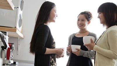Nine expert strategies to master the art of small talk