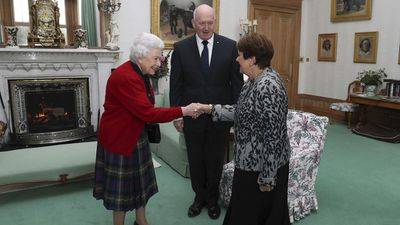 The Queen greets Governor-General Peter Cosgrove and wife Lynne at Balmoral Castle, September 2017