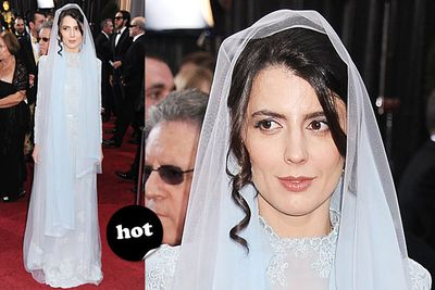 """Who says a chick can't look hot in a hijab? Exquisite. <br/><br/>Spoiler alert! <a href=""""http://yourmovies.com.au/article/oscars2012/8425037/oscars-2012-moviefixs-live-results-blog"""">Head over to MovieFIX to find out who won...</a>"""