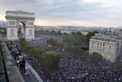 Thousands pack out Paris