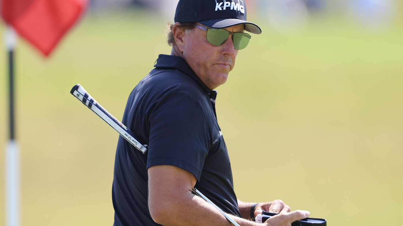 'Seriously?': Phil Mickelson loses it at fan's phone at US Open