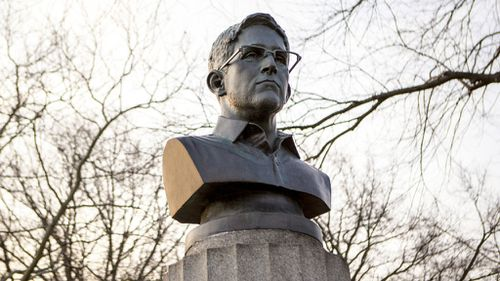 Artists demand New York police return illegally erected bust of Edward Snowden