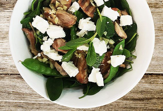 Atkins low-carb spring pea and mint salad with chargrilled chicken
