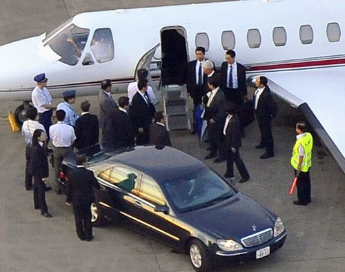 Authorities wait as Ms Kim disembarks in South Korea for the first time, following her capture. (AAP)