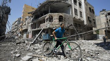 The destruction of Gaza by Israeli shells has left hundreds of Palestinians dead. (Getty)