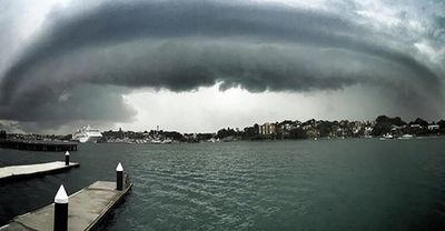 The storm rolls into Sydney over Pyrmont. (zpinfold)