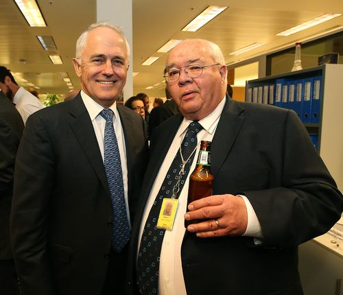 Prime Minister Malcolm Turnbull shares a beer with Laurie Oakes at the Nine veteran's farewell drinks.