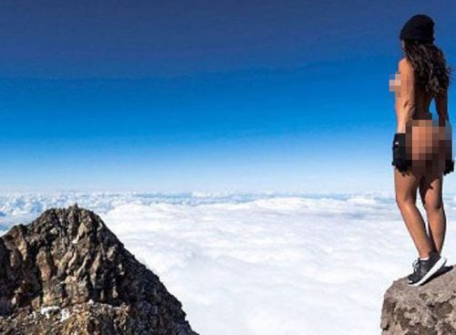 Gold Coast based model Jaylene Cook's controversial pose on a New Zealand mountain.