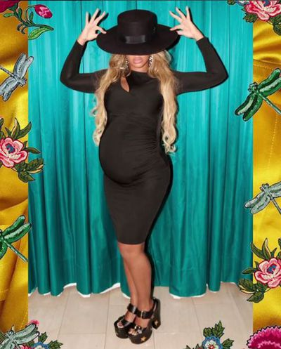 Black hat teamed with black bodycon = HOT.