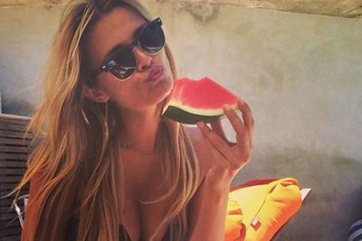... how does someone eat a watermelon and still looks this good?!