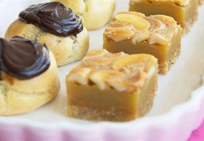 Honey cashew slice