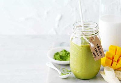 "Recipe:&nbsp;<a href=""http://kitchen.nine.com.au/2016/05/04/15/58/matcha-green-tea-smoothie"" target=""_top"">Matcha green tea smoothie</a>"