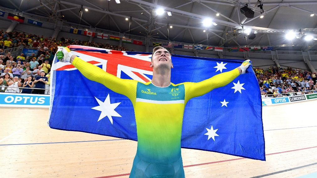 Matt Glaetzer carries the Australian flag after winning gold in the men's keirin during day two. (AAP)