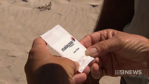 A recreation of the moment a moist towelette was discovered on a WA beach, perhaps providing a clue to the fate of MH370. (9NEWS)