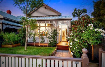 "<a href=""http://www.realestate.com.au/property-house-wa-fremantle-124299522http://www.realestate.com.au/property-house-vic-brunswick-124515106"" target=""_blank"">327 Albion StreetBrunswick, Melbourne</a>"