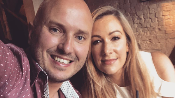 Husband of late BBC reporter Rachael Bland runs London Marathon in her honour