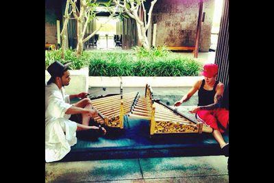 "@justinbieber: ""Live life love life."""