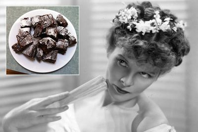 """Take a trip back in time to a bygone era when Hollywood starlets ate chocolate brownies (and didn't even throw them up again).<br/><br/><a href=""""http://celebrities.ninemsn.com.au/blog.aspx?blogentryid=948281&showcomments=true"""" target=""""new"""">CLICK HERE FOR THE RECIPE</A><br/>"""