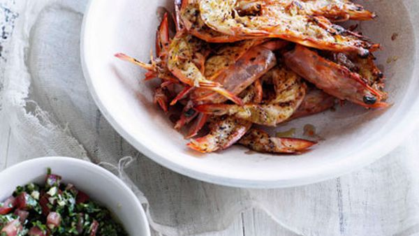 Barbecued prawns with pico di gallo