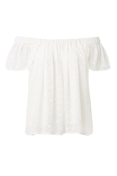 <p>Thankfully, the off-the-shoulder trend is going nowhere fast.</p>