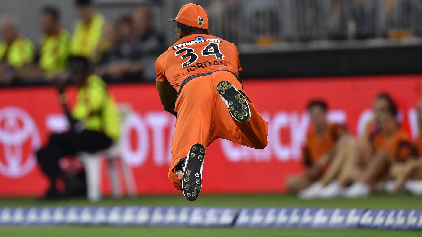 Chris Jordan takes insane outfield catch in BBL Scorchers vs Renegades clash