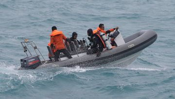 Rough weather continues to hamper the search for victims of the AirAsia crash. (AAP)