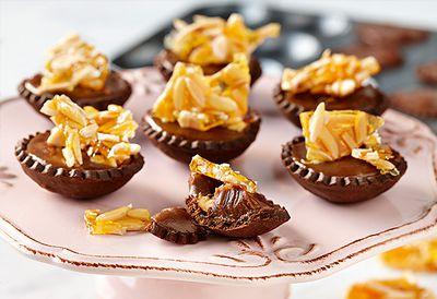 Roast almond tartlets