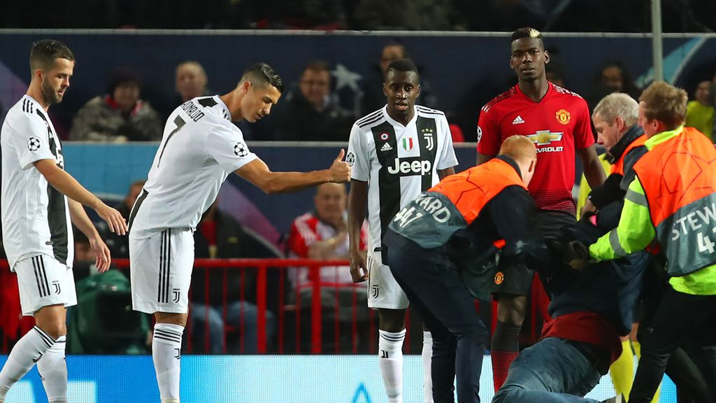 Cristiano Ronaldo Takes Selfie With Fan After Juventus Beat Manchester United
