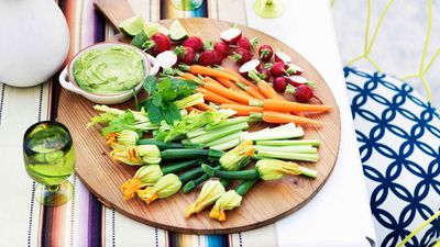 "<a href=""http://kitchen.nine.com.au/2016/05/13/12/43/guacamole-with-crudites"" target=""_top"">Guacamole with crudites</a>"