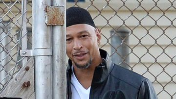 Former National Football League wide receiver Rae Carruth has walked free after more than 18 years in jail.