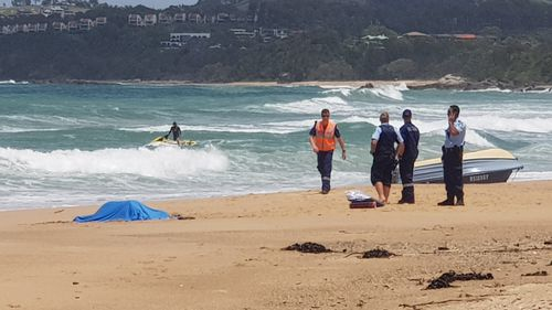 Coffs Harbour: One dead after boat capsizes off Campbells Beach
