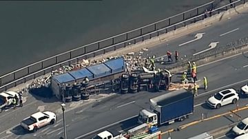 Truck roll-over at Albion