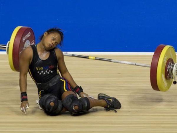 Weightlifter suffers shock collapse