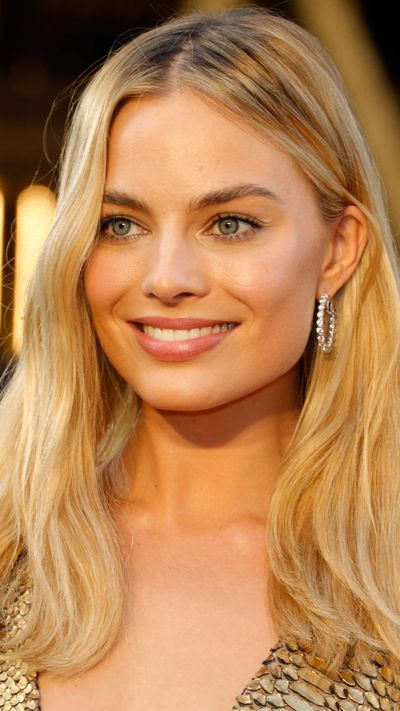 Margot Robbie in Forevermark Diamonds jewellery.