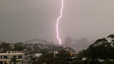 Lightning storm rolls through Sydney