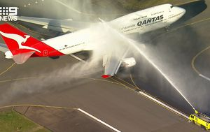 Qantas says goodbye to piece of aviation history with final 747-400 flight