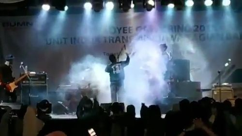 Video posted to Twitter showed the moment a stage collapsed while band Seventeen was performing.