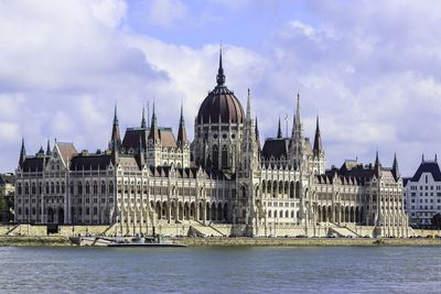 <strong>10.Parliament– Budapest, Hungary</strong>