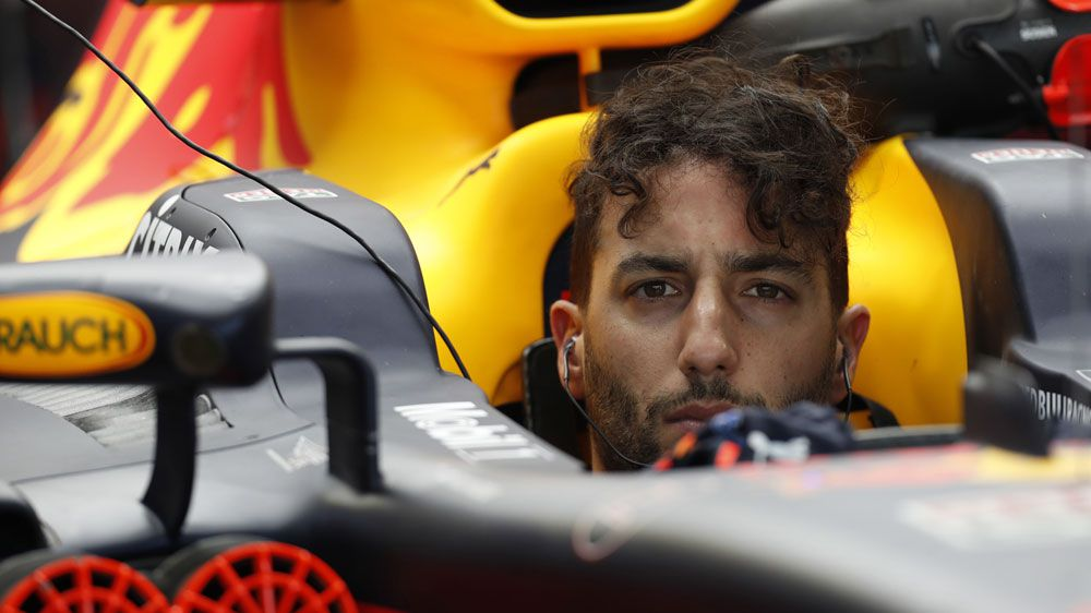 Australian Daniel Ricciardo beats Lewis Hamilton in practice for Mexico Grand Prix