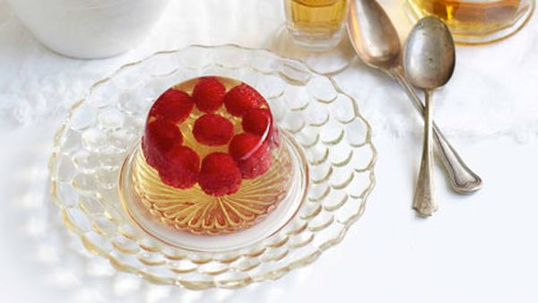 Champagne jelly with raspberries